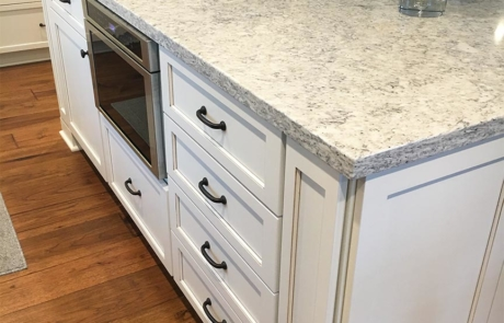 quartz-countetop-kitchen-island-transitional